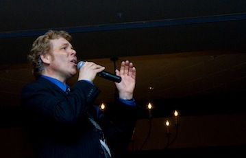 Ken Nelson sings New York, New York